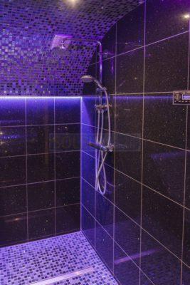 Dusche im Dampfbad