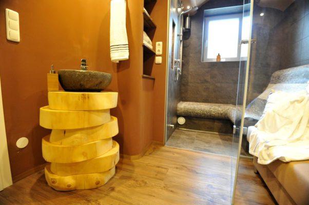 Soleum und Dampfbad im Badezimmer