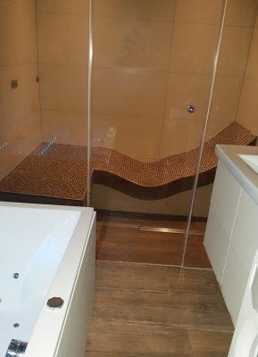 Wellness Badezimmer mit Dampfbad