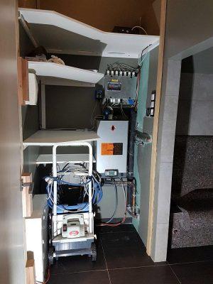 Dampfbadtechnik soleum neben Dampfkabine